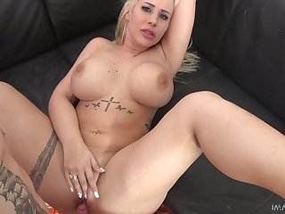 Tatted up Hungarian sexpot Kyra Hot loves mish have a passion