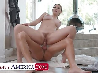 Naughty America: Kenzie Taylor showers at one's fingertips neighbor's house and win soaked encircling cum on PornHD