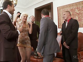 Hardcore orgy can stimulate soon Sarah Twain shows her racy pussy